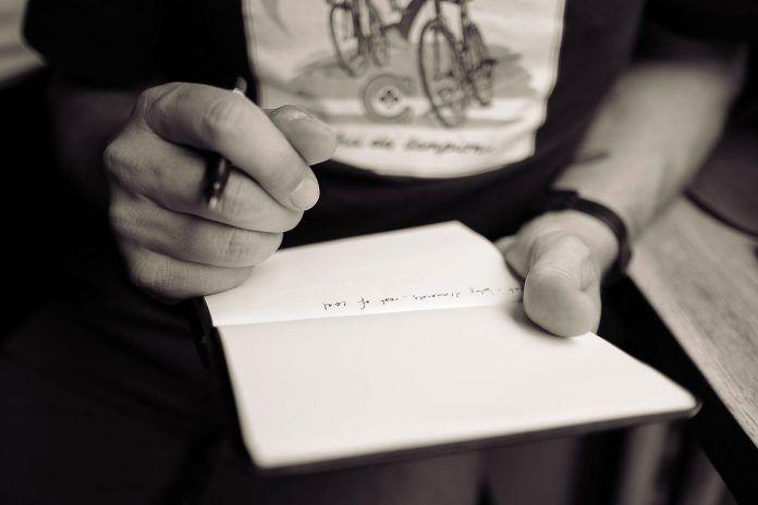 FOTO De cuadernos y agendas