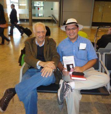 Sergio Pitol y Felipe Ríos Baeza en el Aeropuerto de Barajas