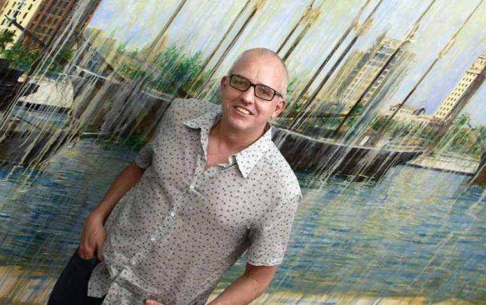 Antonio José Ponte en el estudio del artista Ismael Gómez en Miami, mayo del 2010. FOTO: © Pedro Portal