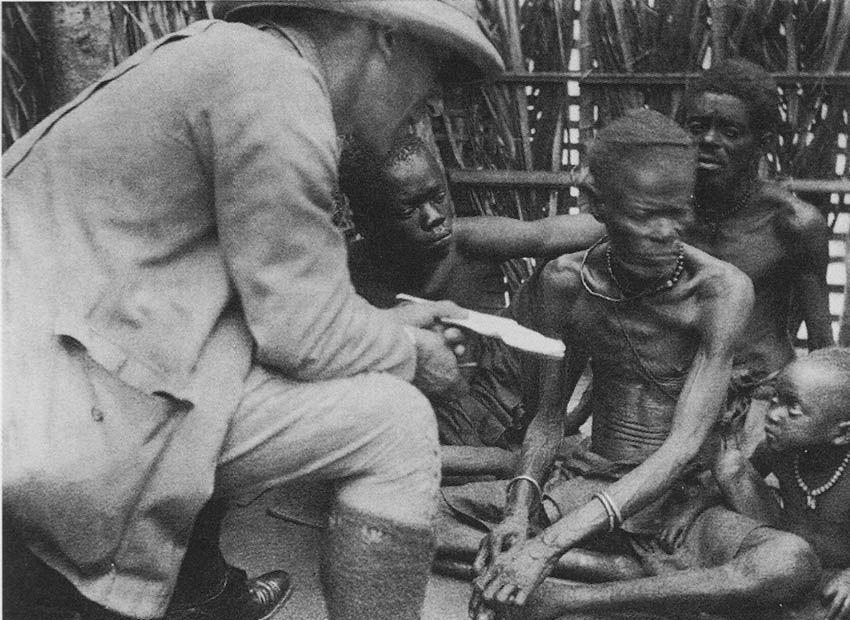 Emil Torday entrevistando a un anciano kuba circa 1907 | Rialta