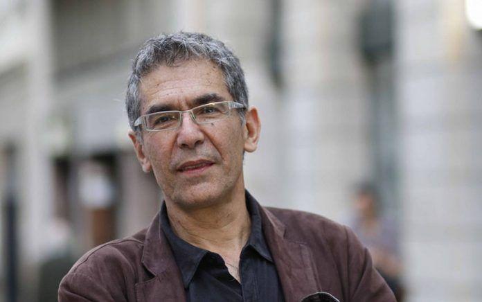 Roberto Brodsky Baudet (Santiago, 1957) es un novelista y guionista chileno.