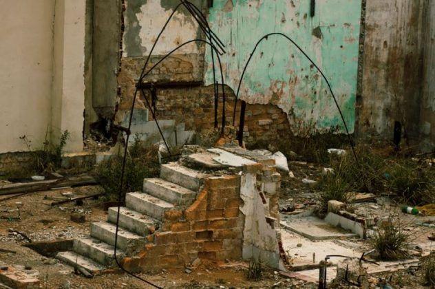 Líneas en la escaleraʾ | Rialta