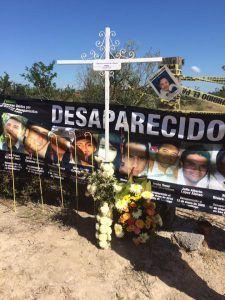 Animitas'. Instalación realizada por familiares integrantes de Fuerzas Unidas Nuevo León | Rialta