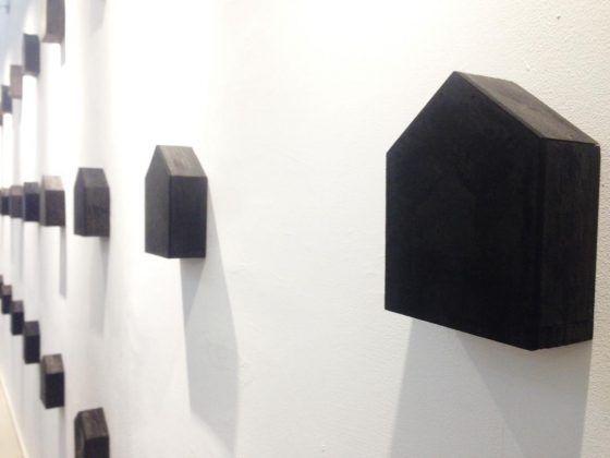 Bungalow' Octavio Irving 2020 instalación objetos dimensiones variables | Rialta