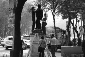 Cuenda' de Laura Valencia. Acción escultórica colectiva para evocar a los desaparecidos. Zona peatonal del Paseo de la Reforma Ciudad de México 10 y 11 de diciembre del 20 | Rialta