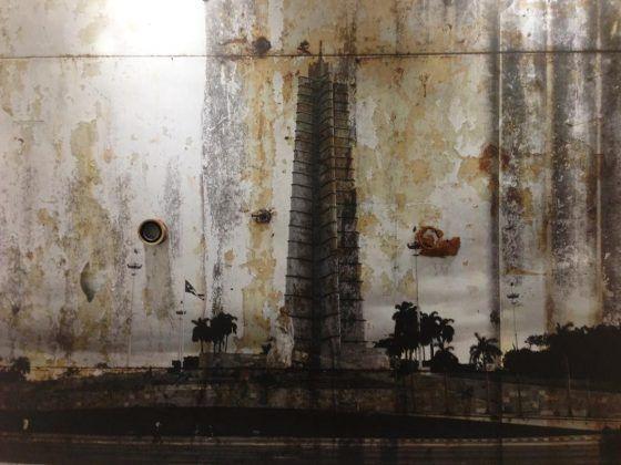 Revolution' detalle Octavio Irving 2020 instalación fotografías y objetos dimensiones variables | Rialta