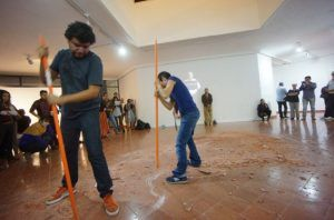Acción colectiva en la exposición 'Las formas de la ausencia' de Tamara Cubas | Rialta