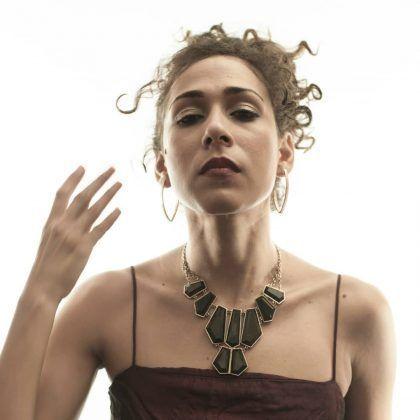 Alina Castillo interpreta a Louise Smith. Serie dramática 'Spoon River' Perséfone Teatro | Rialta
