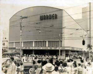 Fachada del edificio Radio Centro hoy cine Yara en La Habana | Rialta