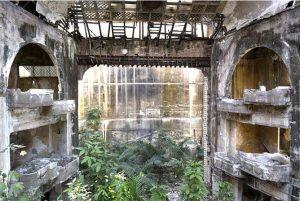 Ruinas del primero teatro y luego cine Campoamor en La Habana | Rialta