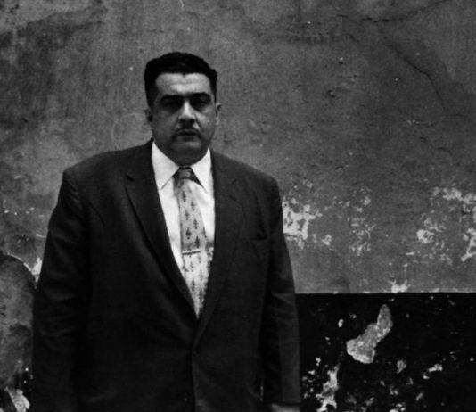 José Lezama Lima en 1956 en Trocadero frente a su casa FOTO El País | Rialta