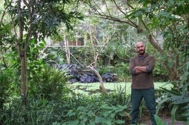 Tomás Sánchez en su jardín | Rialta