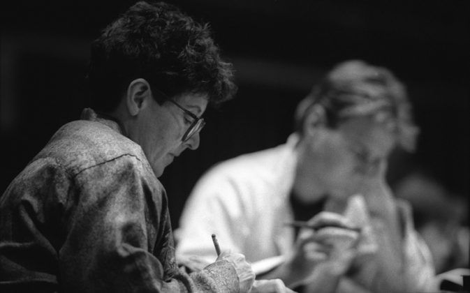 María Irene Fornés en uno de sus legendarios talleres de enseñanza 1980s FOTO Chris Bennion | Rialta