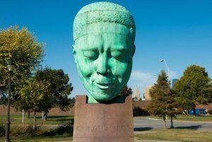 Escultura de Robert Graham que representa a Charlie Parker en el American Jazz Museum de Kansas City | Rialta