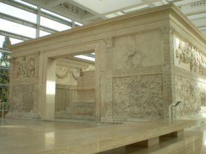 El Ara Pacis o Templo de la Paz de Augusto donde pueden encontrarse imágenes comunes con los textos de Virgilio. FOTO Francisco García Jurado | Rialta