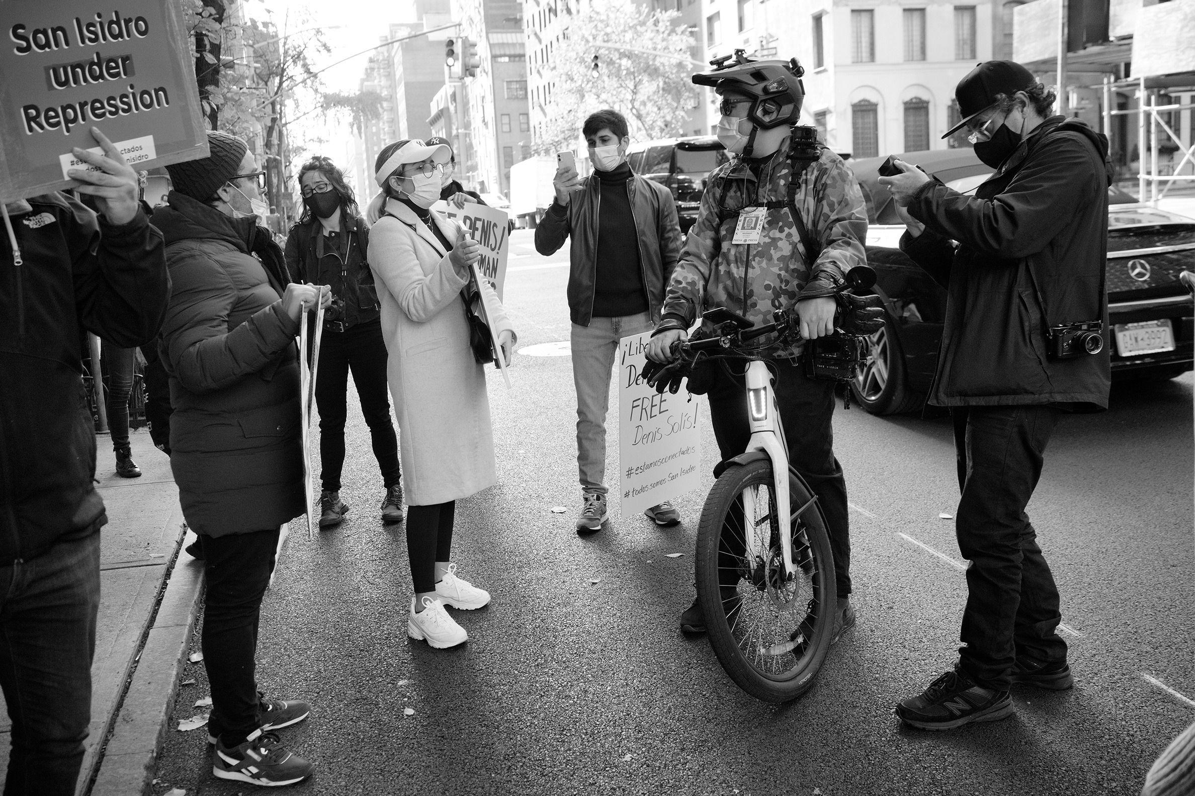 Cubanos en Nueva York se manifiestan en apoyo al movimiento San Isidro 5 | Rialta