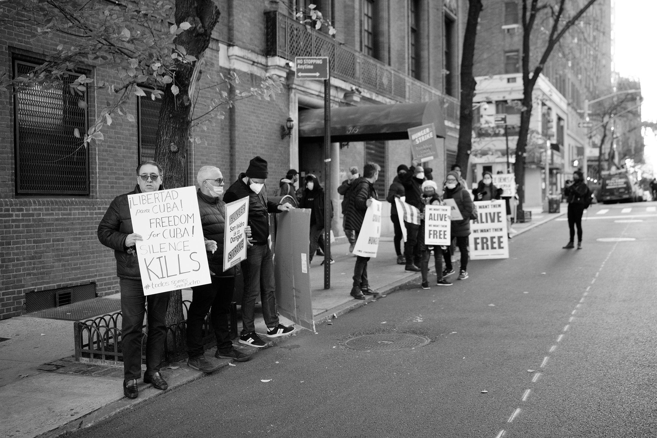 Cubanos en Nueva York se manifiestan en apoyo al movimiento San Isidro 6 | Rialta