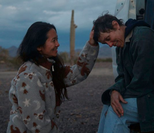 Chloe Zhao y Frances McDormand durante la filmacion de Nomadland | Rialta