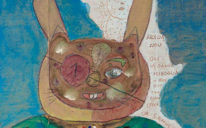 Obra de Carlos Javier García Huergos; tempera, lápiz de color, bolígrafo y crayones sobre cartón recuperado de caja de embalaje, 96 cm x 50 cm, 2017. RIERA STUDIO / ART BRUT PROJECT CUBA