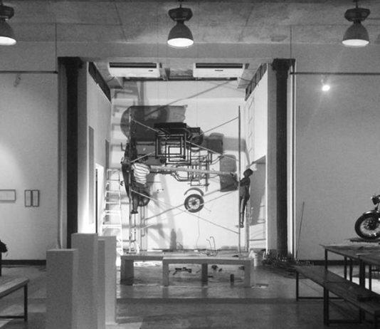 Montaje de la exposición '¿Cómo te lleva la presión?' en Galería Taller Gorría, La Habana, 2019