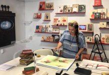 La artista cubana Sandra Ramos (foto tomada del muro de Facebook de Sandra Ramos).