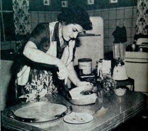 Nitza Villapol en Cocina al Minuto en el ano 1954 IMAGEN Bohemia ano 46 no17 25 de abril de 1954 | Rialta